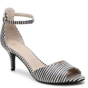 Seychelles black and white striped Hazel sandals
